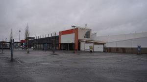 Sedun väistötiloiksi muutettava entinen Joupin Citymarket