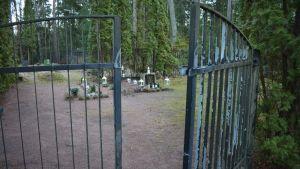 Metsähautausmaan portti Turussa.