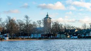 Näkymä Tammisaareen, keskellä Tammisaaren kirkko.