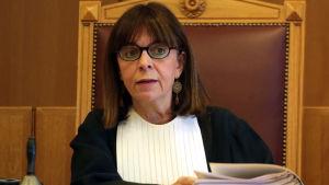 Den 63-åriga domaren Ekaterini Sakellaropoulou som är president för Författningsdomstolen blir Greklands första kvinnliga president
