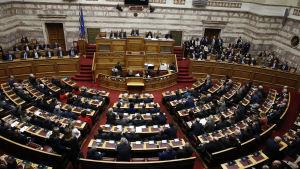 Den obundna Ekaterini Sakellaropoulou fick stöd över partigränserna då 261 av totalt 294 parlamentsledamöter röstade för henne.