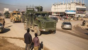 En turkisk militärkolonn i Idlib i Syrien
