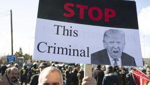 Protest mot president  Trumps nya fredsförslag, nära USA:s ambassad i Amman, Jordanien 31.1.2020.