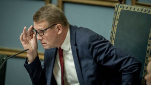 Matti Vanhanen i riksdagens talmansstol.