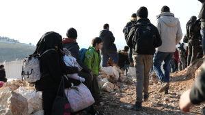 Syriska flyktingar vid gränsen mot Turkiet som har stängt sin gräns för flyktingar. 2.2.2020.