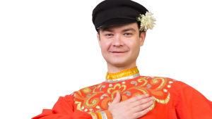 kansallispukuun pukeutunut venäläinen mies tanssija.