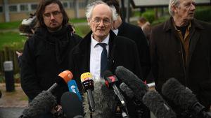 Julian Assanges pappa John Shipton talade utanför domstolsbyggnaden i London 24.2.2020