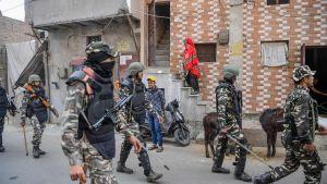 Soldater patrullerar i New Delhi 26.2.2020