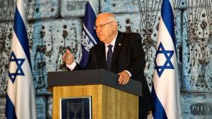 Israels president Reuven Rivlin säger att han känner skam för de ovanligt smutsiga kampanjerna inför valet.