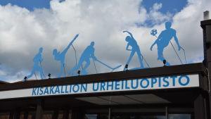 Bild av skylt med texten Kisakallion urheiluopisto.