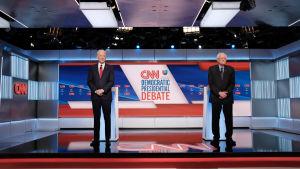 Den möjligen sista demokratiska primärvalsdebatten hölls utan publik i en tv-studio i Washington