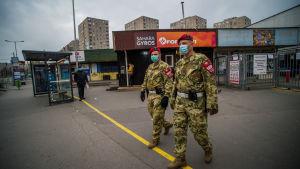 Militärpolis på gatan i Budapest 30.3.2020