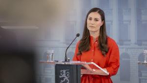 Statsminister Sanna Marin håller presskonferens.