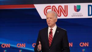 Entinen varapresidentti Joe Biden vaaliväittelyssä Washingtonissa maaliskuun puolivälissä.
