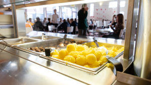 potatisar i en skolmatsal
