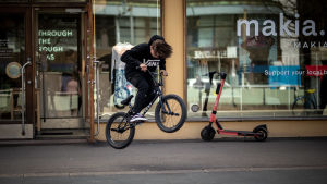 BMX- pyöräilijä
