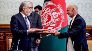 Ashraf Ghani och  Abdullah Abdullah ingår maktfördelningsavtal 17.5.2020