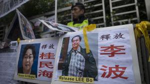 Kadonneet kirjakauppiaat Gui Minhai ja Lee Bo kuvissa Hongkongissa.