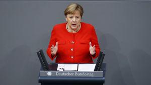 Saksan liittokansleri Angela Merkel linjasi Saksan tulevan EU-puheenjohtajakauden tavoitteita liittovaltiopäivillä torstaina.