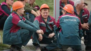 Fabriksarbetare strejkar i Belarus i protest mot president Alexandr Lukasjenko.
