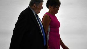 Melania Trumps föräldrar Viktor Knavs och Amalija Knavs anländer till rosenträdgården där Melania Trump höll sitt tal under Republikanernas konvent 25.8.2020