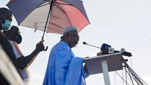 Imam Mahmoud Dicko talar till sina anhängare i Bamako 21.8.2020 efter att militären tagit makten