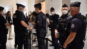 Rigorösa säkerhetsarrangemang under rättegången mot 14 åtalade för attentatet mot Charlie Hebdo. Paris 2.9.2020