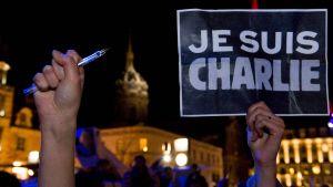 Je suis Charlie (Jag är Charlie) blev ett världsomspänannde slagord.  Här under en demonstration strax efter attentatet i Paris 7.1.2015 strax ef
