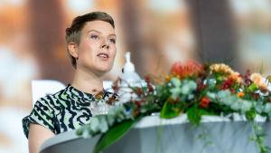 Jenni Pitko Vihreiden puoluekokouksessa.