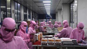 Tillverkning av injektionssprutor trappas upp i Indien på grund av tilltagande efterfrågan. Faridabad 2.9.2020