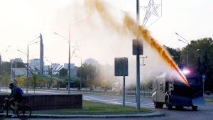 Polisen använder vattenkanon mot demonstranter i Minsk 23.9.2020