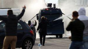 Polisen använde vattenkanoner mot demonstranter i Minsk 4.10.2020
