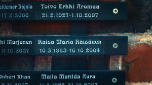 Raisa Räisäsen muistolaatta.