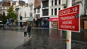 Människor i Liverpool uppmanas att hålla avstånd till varandra