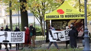 Demonstration till stöd för aborträtten, utanför författningsdomstolen i Warszawa 22.10.2020