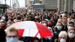 Marscher på gatorna i Minsk till stöd för storstrejken 26.10.2020