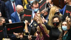 Oroligt i polska parlamentet på grund av abortfrågan. 27.10.2020