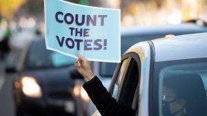 Demonstranter nära Vita huset i Washington den 5 november kräver att rösterna ska räknas.