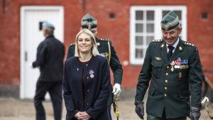 Danmarks försvarsminister Trine Bramsen har tvingat fem ledande personer i militärens underrättelsetjänst FE att avgå på grund av spionageskandalen.