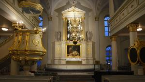 Interiör med altare från Korsholms kyrka.