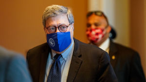 USA:s justitieminister William Barr iförd munskydd