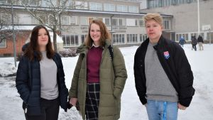 Skolelever på en skolgård