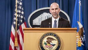 Steven D'Antuono, FBI, håller en presskonferens i anslutning till utredningarna kring stormningen av Capitolium