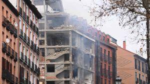 Ett flervårningshus i centrum av Madrid förstördes i en explosion 20.1