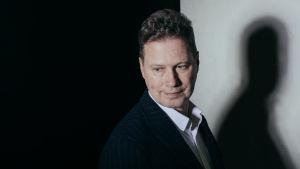 På bilden syns poeten Peter Mickwitz.