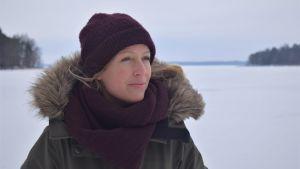 Karin Collion på Stormärsans strand i Hangö.
