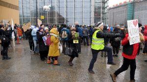 demonstration mot coronarestriktioner