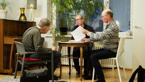 Parkinson Brothers käsittelee Parkinsonin tautia huumorin kautta.