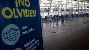 Flygplatsen Arturo Merino Benitez - Santiago de Chiles internationella flygplats - i Chile ligger öde