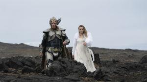 Huvudpersonerna i Eurovisionsparodin iklädda vikingaklädsel.